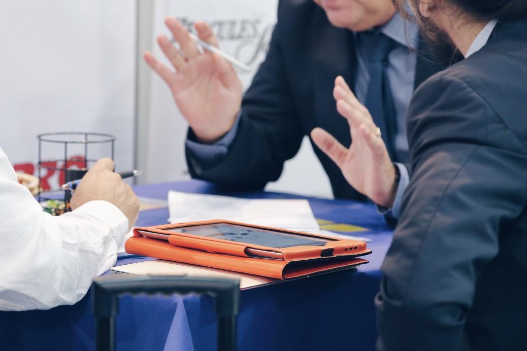 business-meeting_t20_d1PvrB