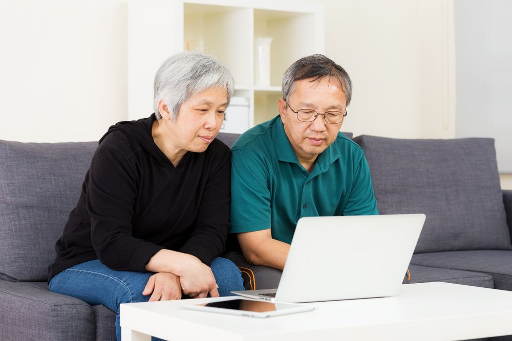Asian old couple using laptop-1